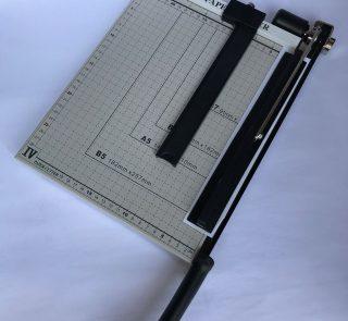 Bàn cắt giấy A4 kim loại Suremark